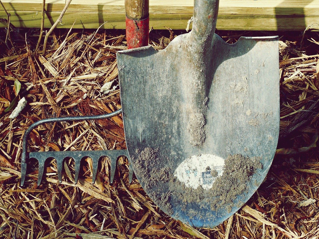 Herramientas para limpiar el jardín